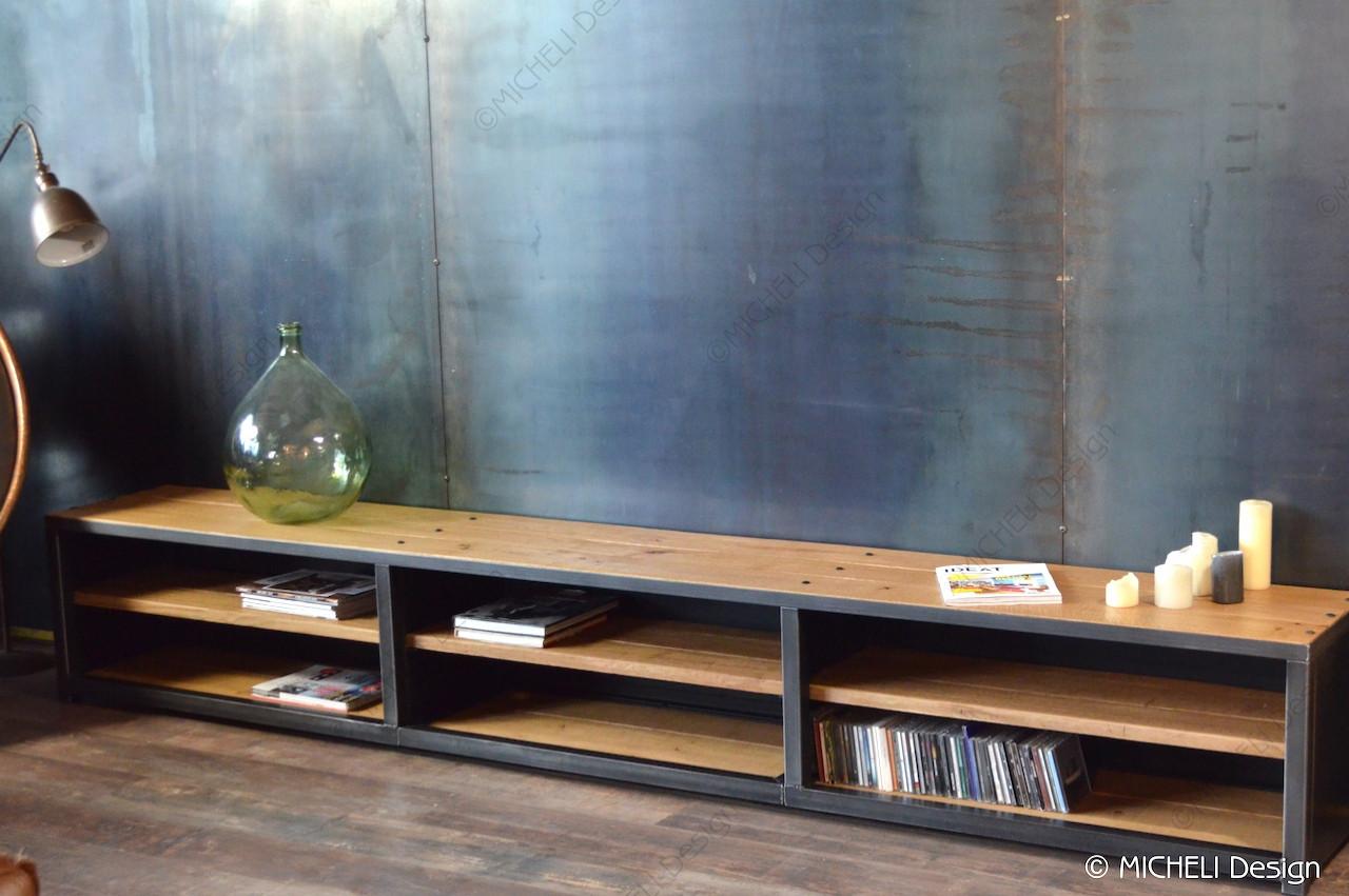 Faire Meuble Sur Mesure grand meuble tv bas de style industriel en bois et métal
